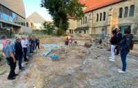 Besichtigung der archäologischen Grabungen auf dem Kirchplatz